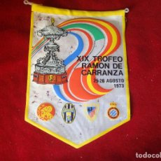 Coleccionismo deportivo: BANDERIN XIX TROFEO CARRANZA AJAX JUVENTUS BILBAO ESPAÑOL 1973 CAMPEON ESPAÑOL LEER. Lote 98397647