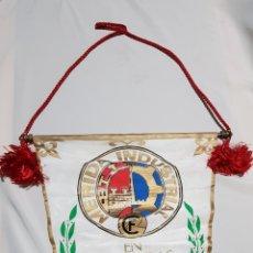 Coleccionismo deportivo: MUY RARO Y ANTIGUO BANDERÍN DEL MÉRIDA INDUSTRIAL CLUB DE FÚTBOL PARA SUS BODAS DE ORO 1971. Lote 101012874