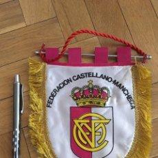Coleccionismo deportivo: CJ BANDERIN ORIGINAL PEQUEÑO FEDERACION CASTELLANO-MANCHEGA DE FUTBOL. Lote 102399107