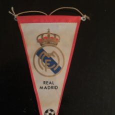 Coleccionismo deportivo: BANDERIN REAL MADRID MUY ANTIGUO. Lote 103252120