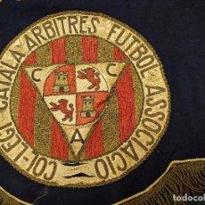 Coleccionismo deportivo: BANDERIN COL.LEGI CATALA ARBITRES FUTBOL ASSOCIACIO - APROXIMADAMENTE AÑOS 1916 - 1924. Lote 103503295