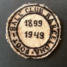 Coleccionismo deportivo: FOOT-BALL CLUB BARCELONA.EMBLEMA BORDADO 1899-1949.ENVIO INCLUIDO.EN EL PRECIO.. Lote 104619363