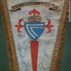 Coleccionismo deportivo: BANDERÍN FÚTBOL CELTA DE VIGO, FIRMADO, ANTIGUO, RARO. Lote 104830934