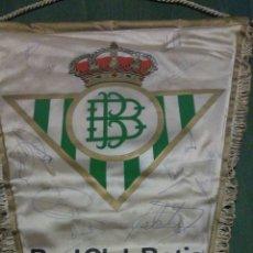 Coleccionismo deportivo: BANDERÍN FÚTBOL REAL BETIS, FIRMADO, ANTIGUO Y RARO. Lote 104832100