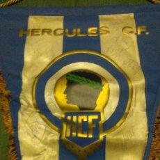 Coleccionismo deportivo: BANDERÍN FÚTBOL HÉRCULES DE ALICANTE, FIRMADO, ANTIGUO Y RARO. Lote 104832319