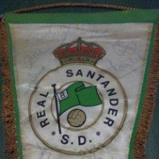 Coleccionismo deportivo: BANDERÍN FÚTBOL REAL RACING DE SANTANDER, FIRMADO, ANTIGUO Y RARO. Lote 104833522