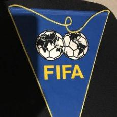 Coleccionismo deportivo: BANDERIN OFICIAL FIFA TAMAÑO GRANDE. Lote 104976227