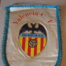 Coleccionismo deportivo: ANTIGUO BANDERIN VALENCIA C. F.. Lote 106625799