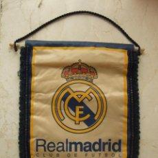 Coleccionismo deportivo: BANDERIN FUTBOL - REAL MADRID CLUB DE FUTBOL - 33X24. Lote 110475778