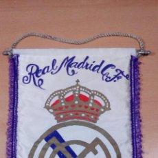 Coleccionismo deportivo: ANTIGUO BANDERIN REAL MADRID AÑOS 70 - MEDIDAS 38 X 28 CENTIMETROS -BUEN ESTADO. Lote 107279263