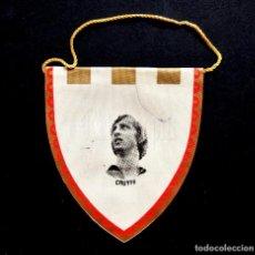 Coleccionismo deportivo: BANDERÍN DE TELA DEPORTIVO. FÚTBOL CLUB BARCELONA BARÇA. JOHAN CRUYFF AÑOS 70. Lote 108329683