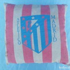 Coleccionismo deportivo: COJIN DE CAMPO ATLETICO MADRID AÑOS 70. Lote 109497091