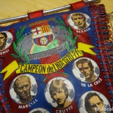 Coleccionismo deportivo: 39 CMT. BANDERIN FUTBOL. BARCELONA FC. CAMPEON LIGA 1970-1971. CON FOTOS JUGADORES, CRUIFF. Lote 111312647