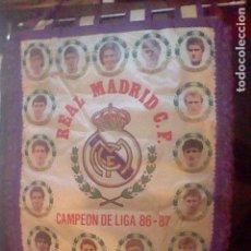 Coleccionismo deportivo: BANDERIN TELA REAL MADRID FUTBOL CAMPEON LIGA 86 87 . Lote 112100267
