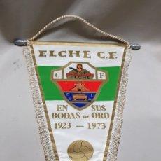 Coleccionismo deportivo: ANTIGUO BANDERIN DEL ELCHE C.F EN SUS BODAS DE ORO . 1923 - 1973 MIDE 37 X 18 CM . APROX.. Lote 112202162