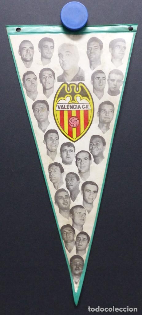 VALENCIA C.F. - RARO BANDERIN - AÑOS 1960, MUNDO, MESTRE, ROBERTO, PAQUITO, GUILLOT, WALDO (Coleccionismo Deportivo - Banderas y Banderines de Fútbol)