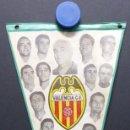 Coleccionismo deportivo: VALENCIA C.F. - RARO BANDERIN - AÑOS 1960, MUNDO, MESTRE, ROBERTO, PAQUITO, GUILLOT, WALDO. Lote 112490563