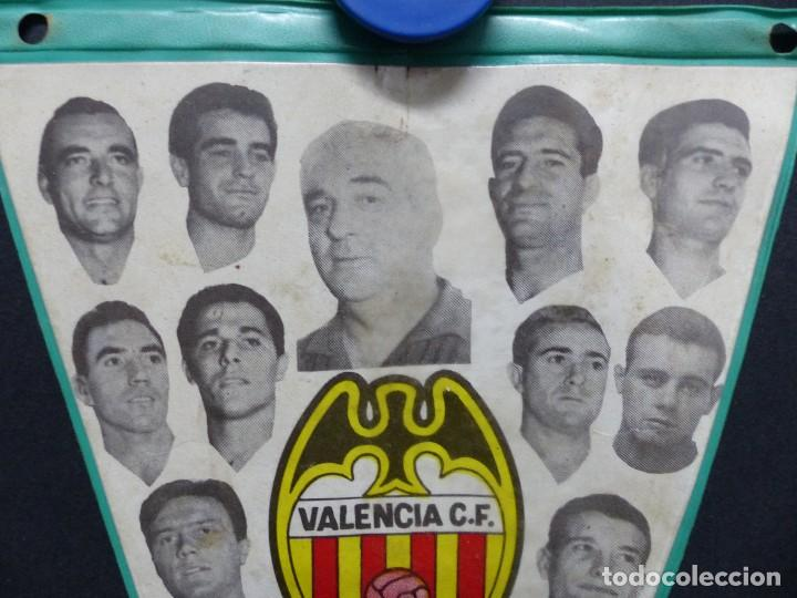 Coleccionismo deportivo: VALENCIA C.F. - RARO BANDERIN - AÑOS 1960, MUNDO, MESTRE, ROBERTO, PAQUITO, GUILLOT, WALDO - Foto 2 - 112490563
