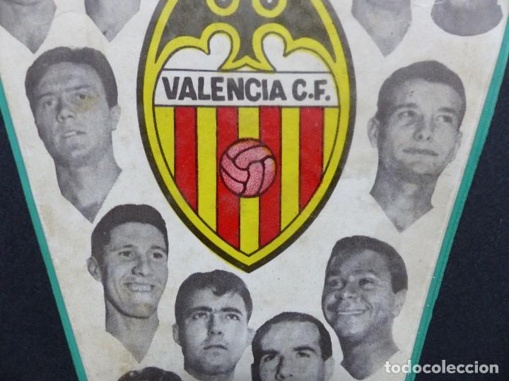 Coleccionismo deportivo: VALENCIA C.F. - RARO BANDERIN - AÑOS 1960, MUNDO, MESTRE, ROBERTO, PAQUITO, GUILLOT, WALDO - Foto 3 - 112490563