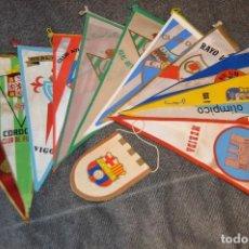 Coleccionismo deportivo: LOTE DE 13 BANDERINES ANTIGUOS - CLUBES DE FÚTBOL - ORIGINALES - BARCELONA, BETIS, MALAGA, CELTA.... Lote 112925247