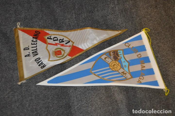 Coleccionismo deportivo: LOTE DE 13 BANDERINES ANTIGUOS - CLUBES DE FÚTBOL - ORIGINALES - BARCELONA, BETIS, MALAGA, CELTA... - Foto 8 - 112925247