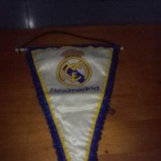 Coleccionismo deportivo: BANDERIN REAL MADRID. CLUB DE FUTBOL. . Lote 113154471