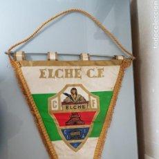 Coleccionismo deportivo: GRAN BANDERIN ELCHE C.F. AÑOS 70' 44X34CM. Lote 113438098