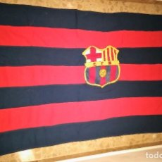 Coleccionismo deportivo: BANDERA DEL BARÇA (F C B FUTBOL CLUB BARCELONA) BORDADA A MANO, GRAN TAMAÑO, ANTIGUA AÑOS 40 (MUSEO). Lote 114222343