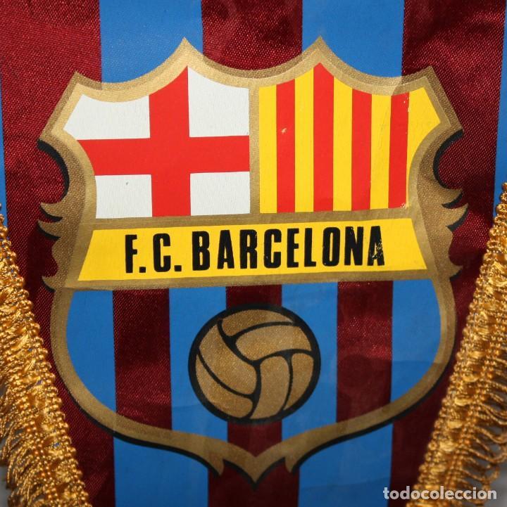 Coleccionismo deportivo: Banderín del fútbol club Barcelona. Años 70. Buen estado - Foto 2 - 114602743
