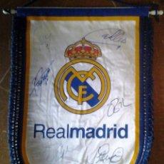 Coleccionismo deportivo: BANDERIN REAL MADRID FIRMADO. Lote 114703683