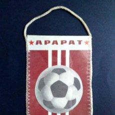 Coleccionismo deportivo: BANDERIN ANTIGUO-CLUB DE FUTBOL-APAPAT-ARMENIA (15CM. X 10CM.) DESCRIPCIÓN. Lote 114761883