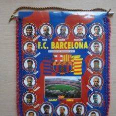 Coleccionismo deportivo: BANDERIN FC BARCELONA BARÇA 1996 1997 96 97 CARAS PLANTILLA. Lote 115519531