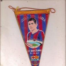 Coleccionismo deportivo: ANTIGUO BANDERIN HOMENAJE A JUAN SEGARRA C F BARCELONA 9 IX 64. Lote 115979323