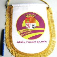Coleccionismo deportivo: BANDERIN PENNANT ATLETICO TORREJON DE ARDOZ MADRID 28 X 24 CM GRANDE. Lote 116063575