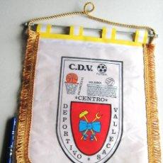 Coleccionismo deportivo: BANDERIN PENNANT CENTRO DEPORTIVO VALLECAS NO RAYO VALLECANO 35X27 CM GRANDE. Lote 116064391