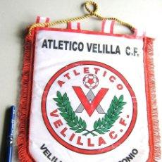 Coleccionismo deportivo: BANDERIN PENNANT ATLETICO VELILLA DE SAN ANTONIO CF MADRID GRANDE 36 X 27 CM. Lote 116064627
