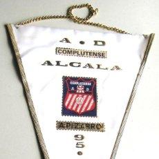 Coleccionismo deportivo: BANDERIN PENNANT AD COMPLUTENSE 95-96 UNIVERSIDAD ALCALA HENARES MADRID 44X30 A PIZARRO. Lote 116065915