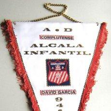 Coleccionismo deportivo: BANDERIN PENNANT AD COMPLUTENSE 94-95 UNIVERSIDAD ALCALA HENARES MADRID 44X30. Lote 116066027