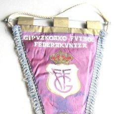 Coleccionismo deportivo: BANDERIN PENNANT FEDERACION FUTBOL GUIPUZCOA GIPUZKOAKO FEDERAKUNTZA 48 X 30. Lote 116066151