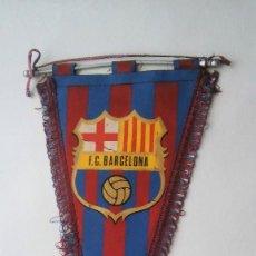 Coleccionismo deportivo: ANTIGUO BANDERÍN DEL BARÇA F C B (FUTBOL CLUB BARCELONA), CON VARILLA DE ALUMINIO. Lote 116155307