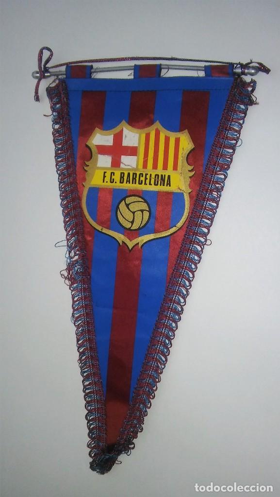 Coleccionismo deportivo: Banderín con ribete del Barça F C B (Futbol Club Barcelona), con varilla de aluminio, antiguo - Foto 3 - 116155307