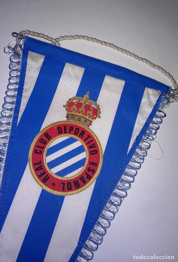 Coleccionismo deportivo: Banderín con ribete del Real Club deportivo español, con varilla de aluminio, antiguo - Foto 3 - 116387235