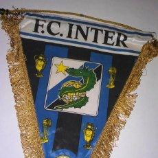 Coleccionismo deportivo: ANTIGUO BANDERÍN DEL F.C.INTER, CON VARILLA DE METAL, IMPRESO A DOBLE CARA. Lote 116387455