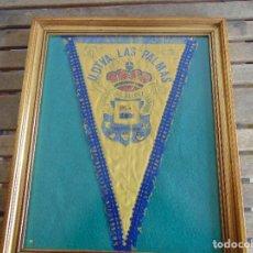 Coleccionismo deportivo: BANDERIN ENMARCADO DE LA UNION DEPORTIVA LAS PALMAS FIRMADO POR VARIOS FUTBOLISTAS. Lote 118284371