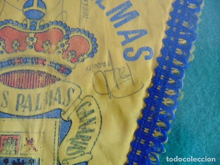 Coleccionismo deportivo: BANDERIN ENMARCADO DE LA UNION DEPORTIVA LAS PALMAS FIRMADO POR VARIOS FUTBOLISTAS - Foto 5 - 118284371