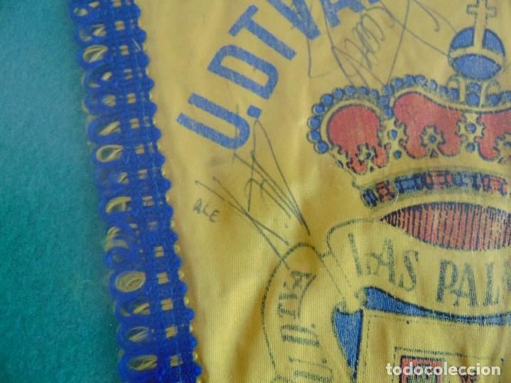 Coleccionismo deportivo: BANDERIN ENMARCADO DE LA UNION DEPORTIVA LAS PALMAS FIRMADO POR VARIOS FUTBOLISTAS - Foto 6 - 118284371