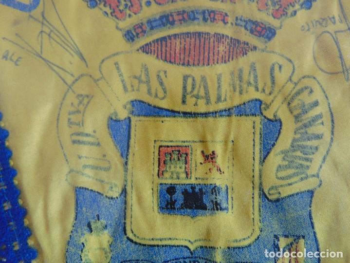 Coleccionismo deportivo: BANDERIN ENMARCADO DE LA UNION DEPORTIVA LAS PALMAS FIRMADO POR VARIOS FUTBOLISTAS - Foto 7 - 118284371