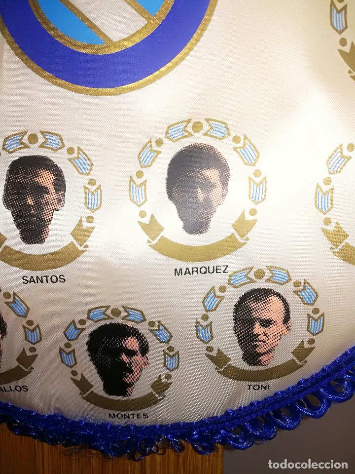 Coleccionismo deportivo: U. D. MELILLA - BANDERIN CON JUGADORES - TEMP. 1993/94 - PERTENECIA AL PORTERO JOSE LUIS MONTES - Foto 3 - 124610298