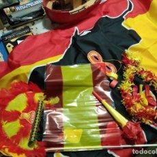 Coleccionismo deportivo: LOTE MUNDIAL DE FÚTBOL ESPAÑA (BANDERA + SURTIDO ROJO Y AMARILLO). Lote 120316631