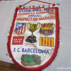 Collectionnisme sportif: BANDERÍN COPA DEL REY 1996 ATLETICO DE MADRID - F.C BARCELONA 40 X 28 CMS AÑO DEL DOBLETE AÚPA ALETI. Lote 124027691